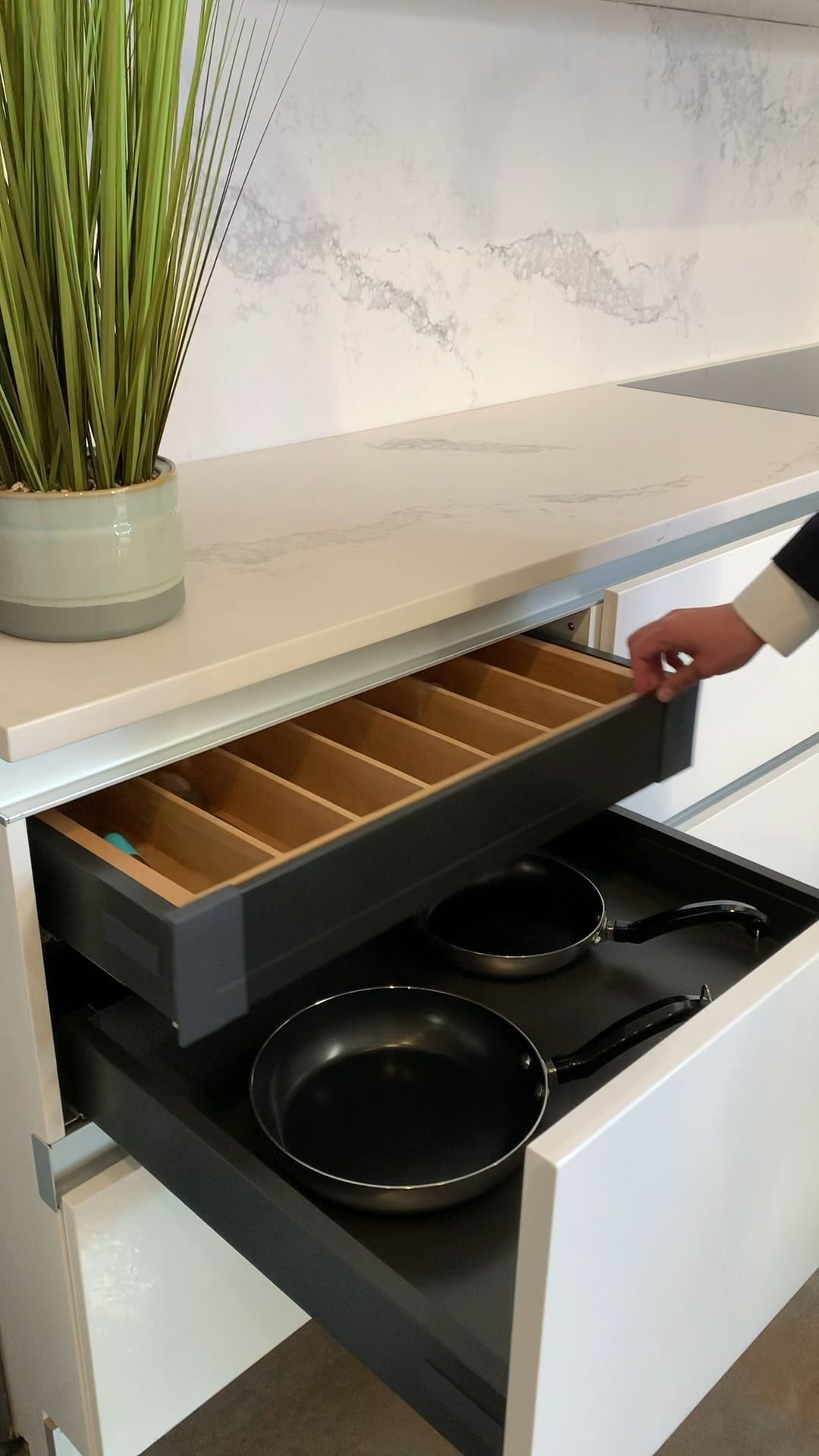kitchen cabinet with deep drawers
