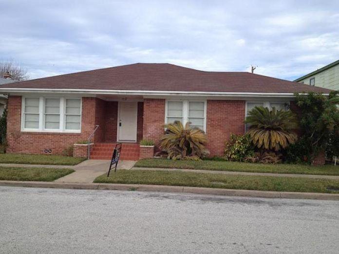 4414 Avenue S 1 2 Galveston Tx 1000 2br 1ba Huge Yard Property Management Property Tenants