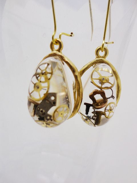 These are some of the most unique steamp earrings I have ever seen.  Love te clock parts have been placed in the resin. Beautiful!