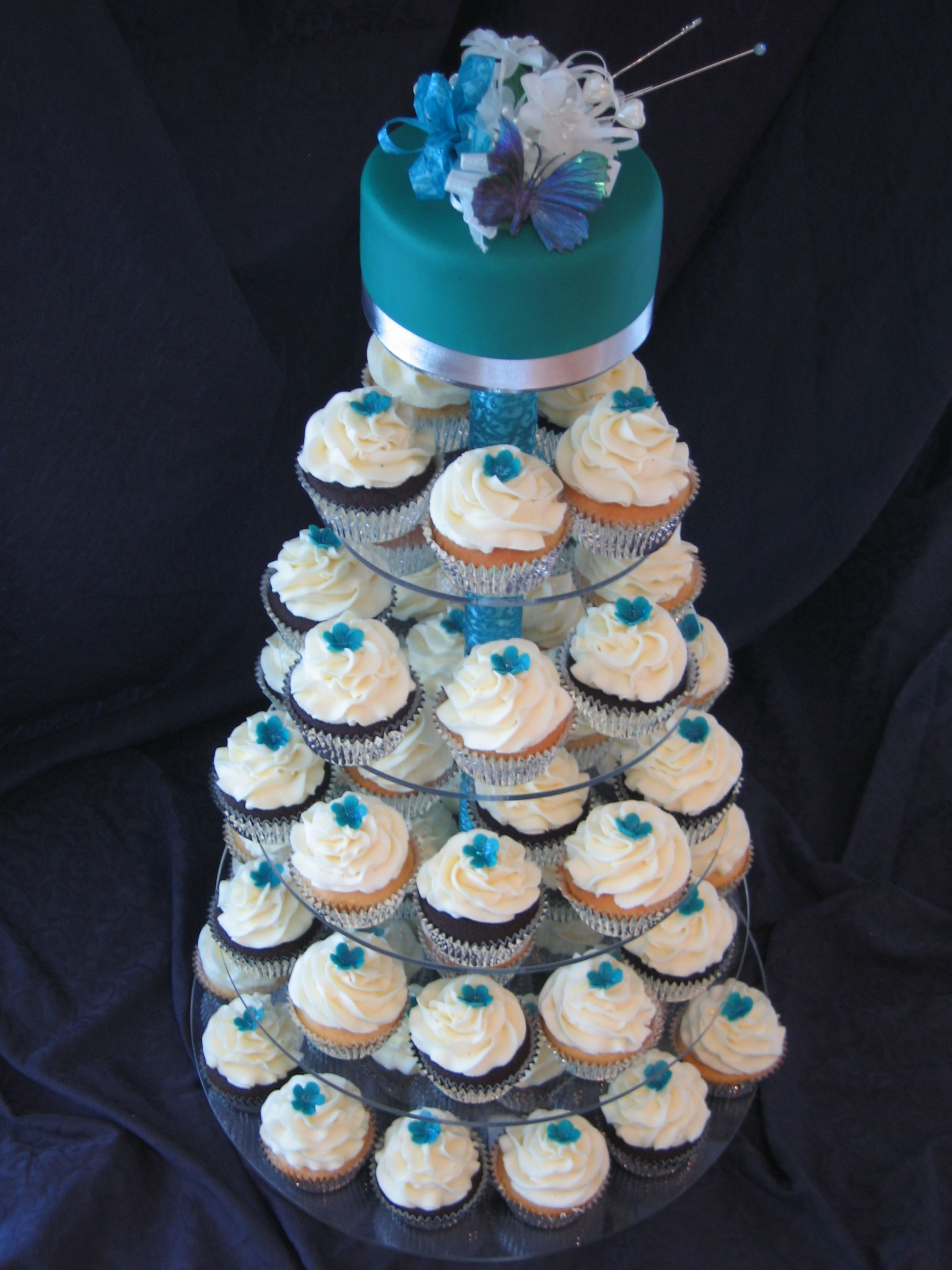 Mingpeacock blue wedding cupcake tower vanilla and chocolate
