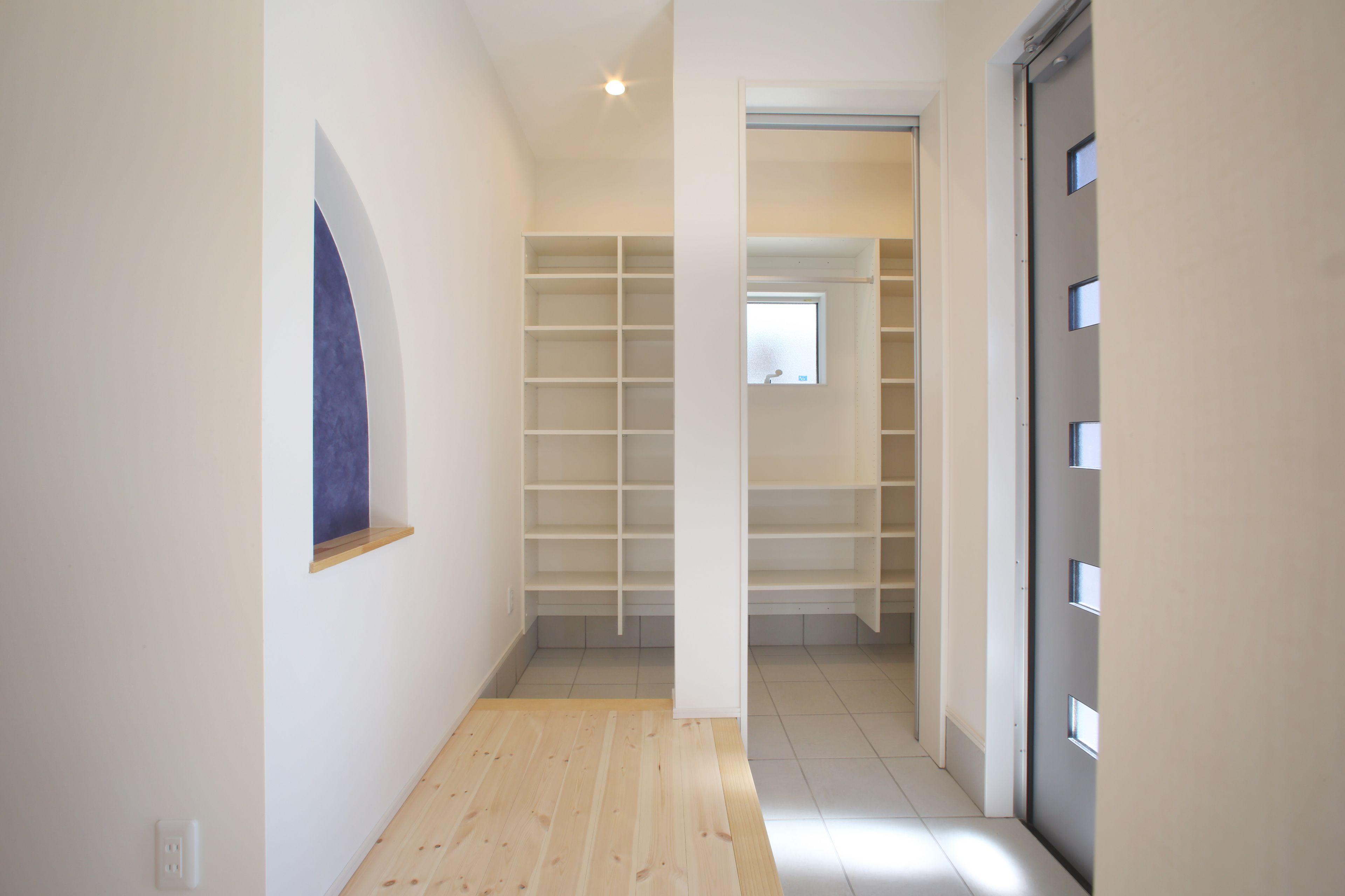 収納の工夫たっぷり 明るい室内の家 玄関収納 ヨネダ施工例 福知山
