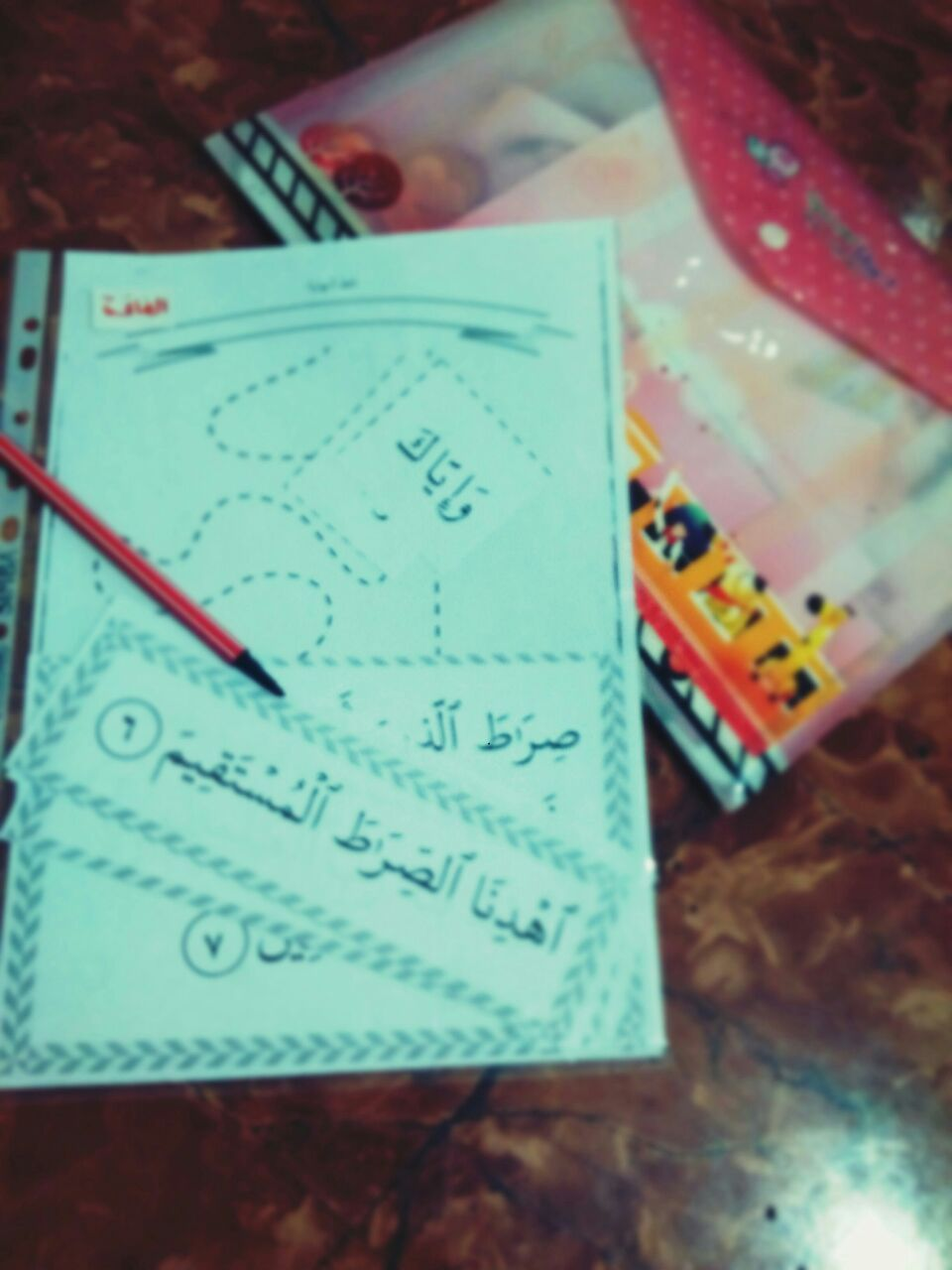 شرح واف لكيفية تطبيق هذه السلسلة و كيف نستخدم بطاقات التحفيظ مع الاطفال و كيف يتم تفسير جزء عم له Islamic Kids Activities Muslim Kids Activities Islam For Kids