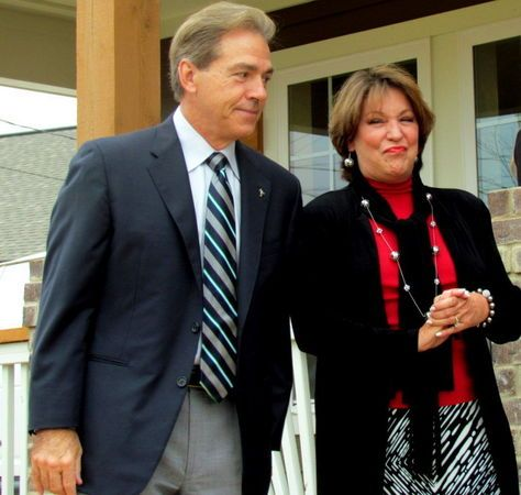 Nick and Terry Saban give keys for new Habitat home to ...