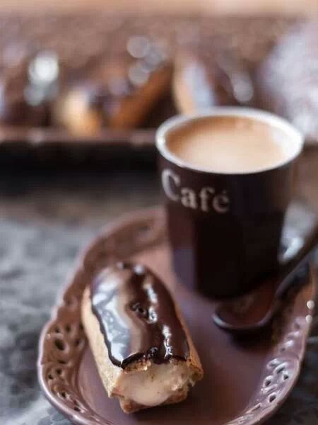 Ana Rosa | Coffee and an eclair in the morning | pinned by http://www.cupkes.com/