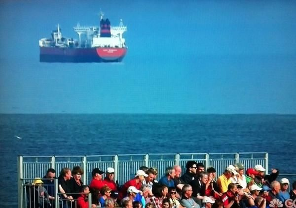 Ever Seen A Flying Ship Illusions Optical Illusions Floating
