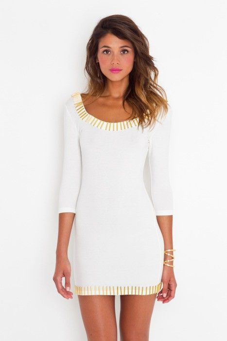 simple white dress and a taste of color on the lips. go head girl