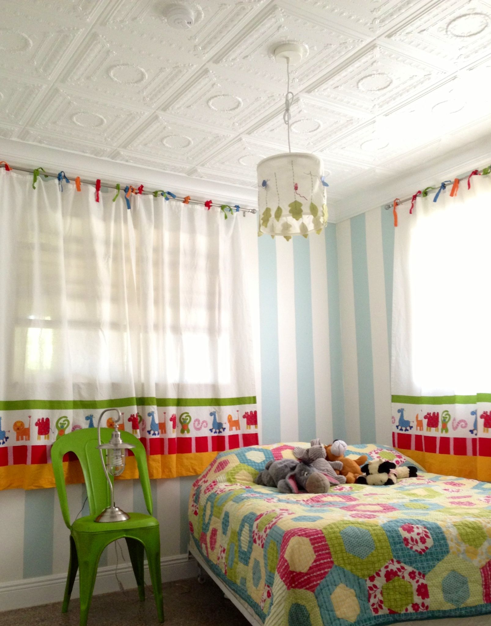 Kids bedroom with decorative ceiling tiles bedroom ideas kids bedroom with decorative ceiling tiles dailygadgetfo Images