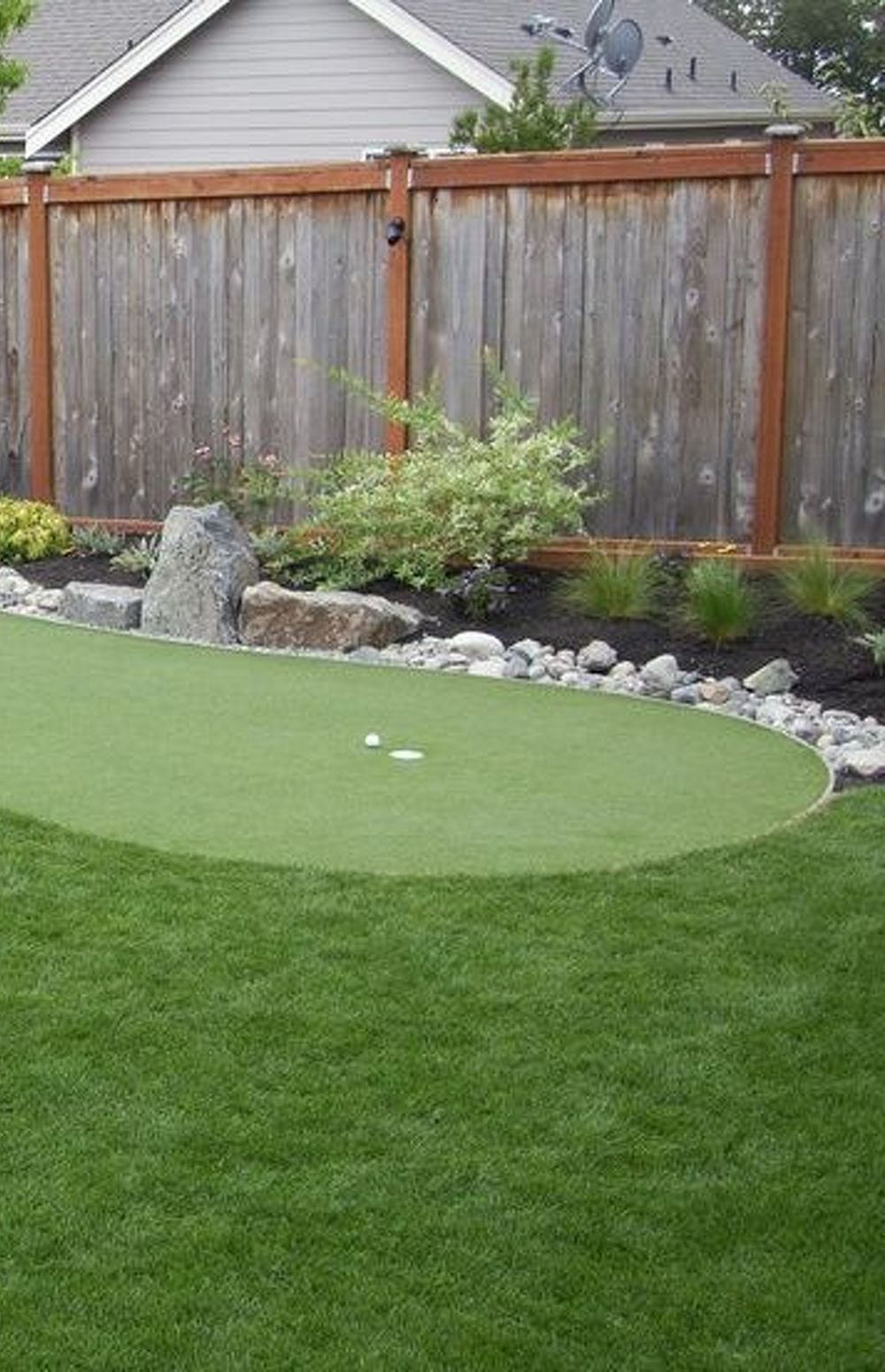 backyard putting greens | Found on syntheticturfnort ... on Putting Green Ideas For Backyard id=93320