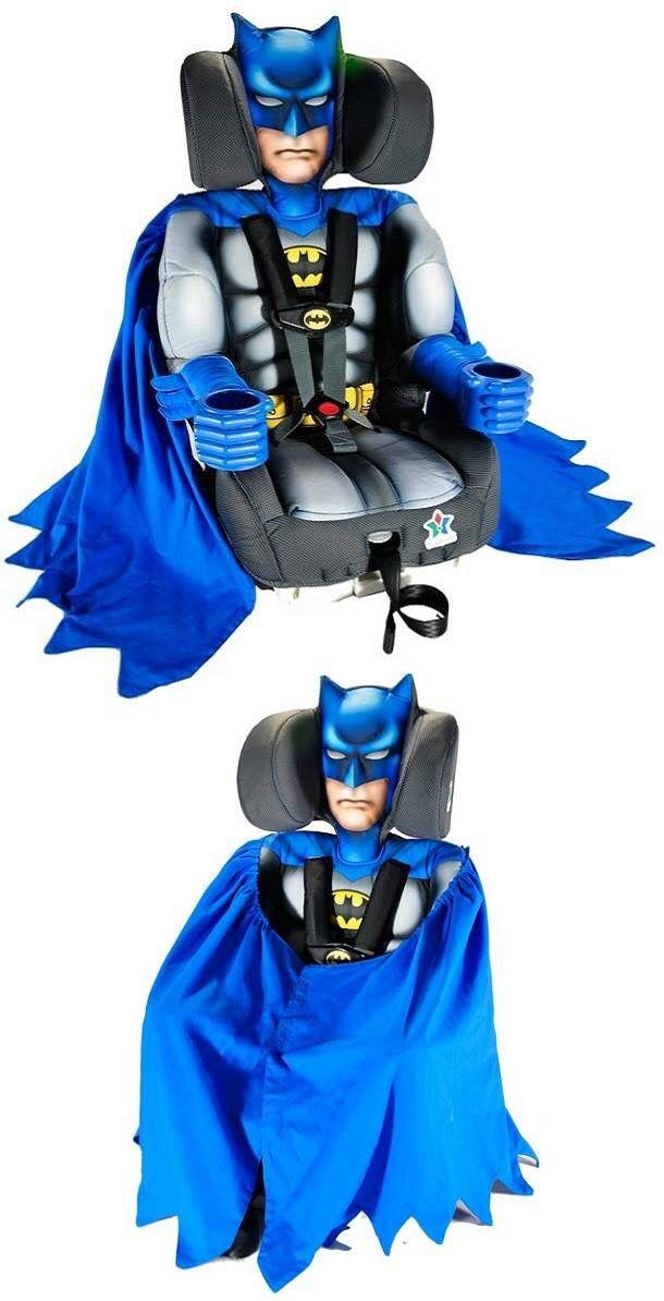 Silla de auto en forma de Batman para bebé.