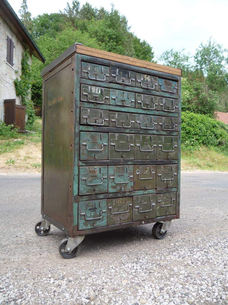 Meuble d 39 atelier militaire vers 1940 tiroirs plateau for Meuble tiroir roulette