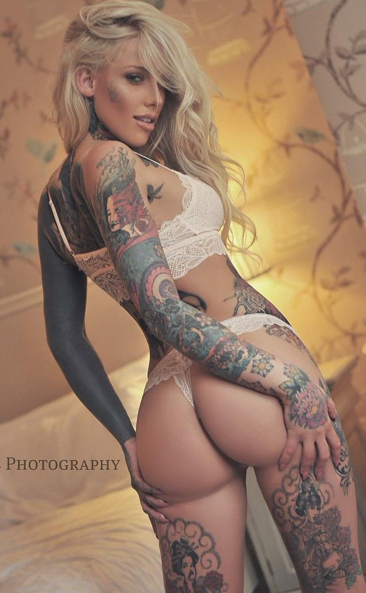 Sexy women Tattooed