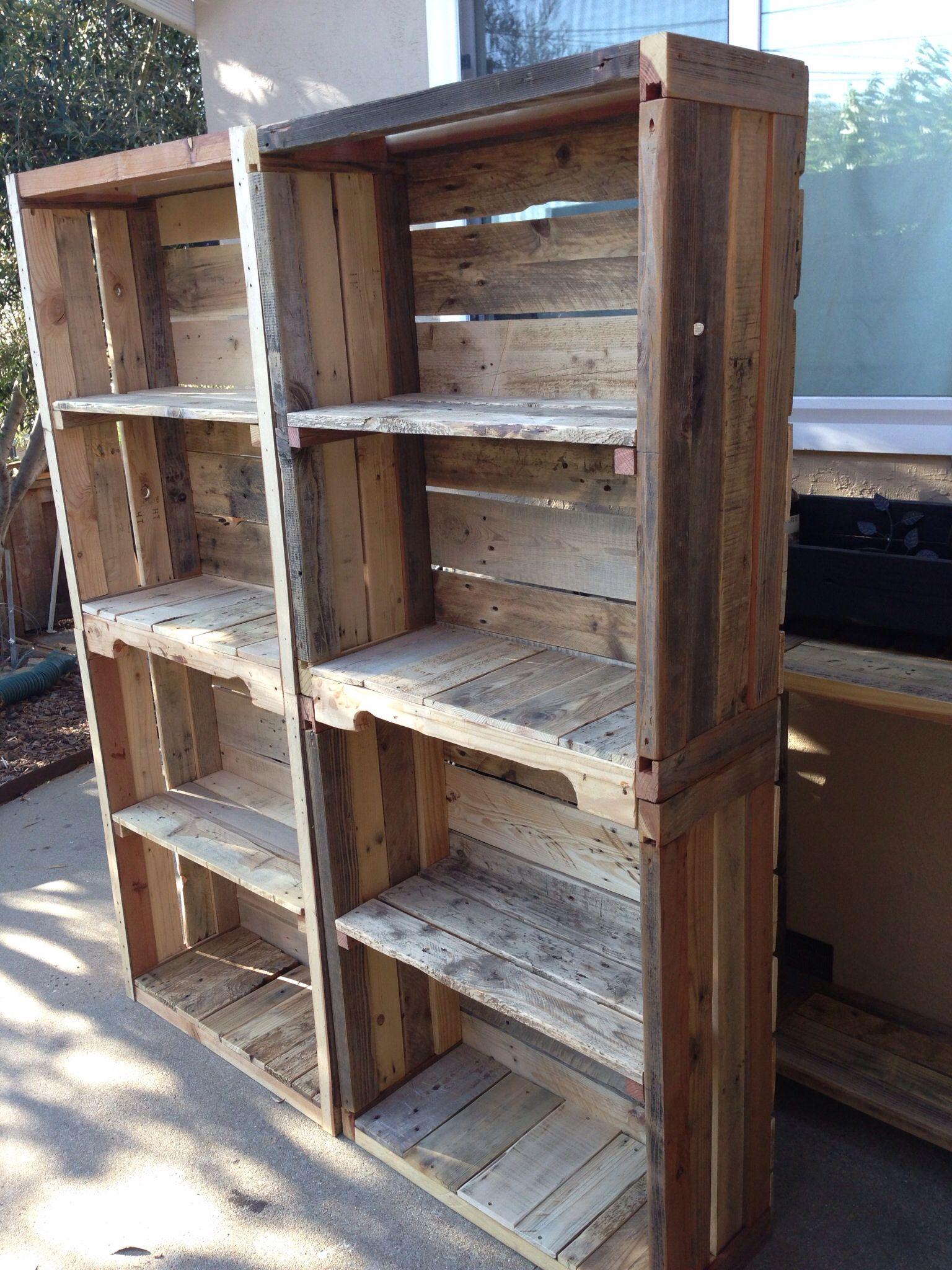 Pallet bookshelves pallet shelves pinterest pallets for Reclaimed wood bookcase diy