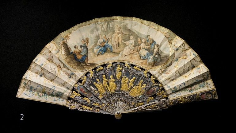 'WEAPONS OF SEDUCTION - 18th to 20th Century European Fans' The Fan Collection of the Medeiros e Almeida House-Museum Leque plissado # © Hugo Amaral/Observador