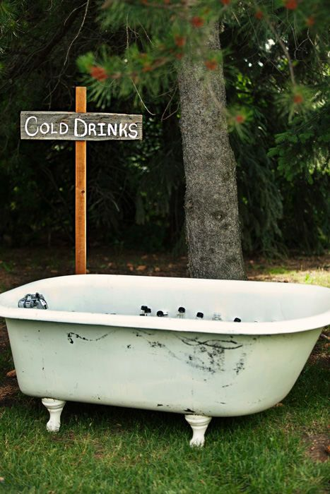 cold drinks in a vintage tub #StyleMePretty