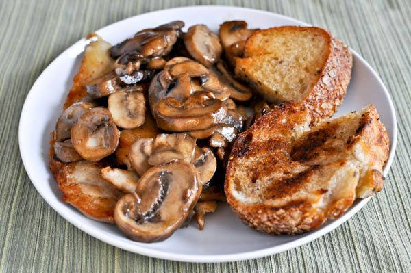 carmelized chicken with mushroom sauce and grilled herb bread