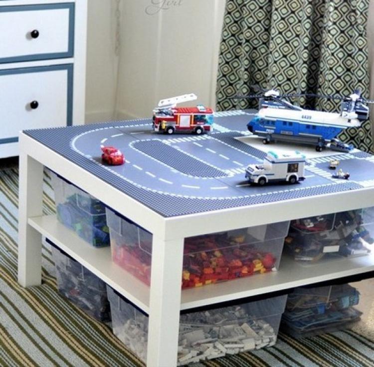 Foto Praktischer Lego Tisch für ein ordentliches