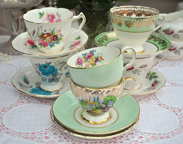 Vintage Tea Cups Part - 20: Pretty Vintage Teacups And Saucers