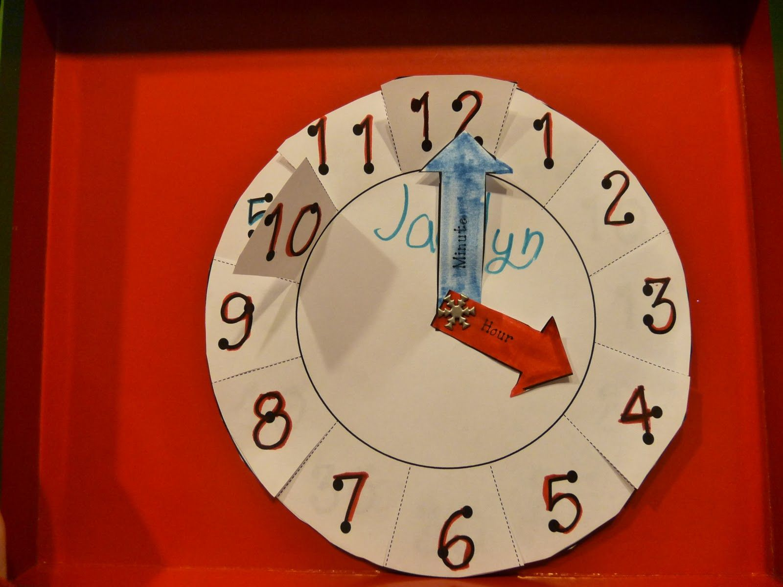 Paper Plate Clock To Help Teach Telling Time