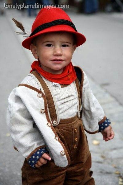 Een Jongetje In Oostenrijkse Klederdracht Baby Faces