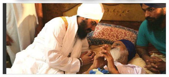 Dhadrianwale visits Bapu Surat Singh Khalsa; Hunger strike enters 122nd day - http://sikhsiyasat.net/2015/05/16/dhadrianwale-visits-bapu-surat-singh-khalsa-hunger-strike-enters-122nd-day/