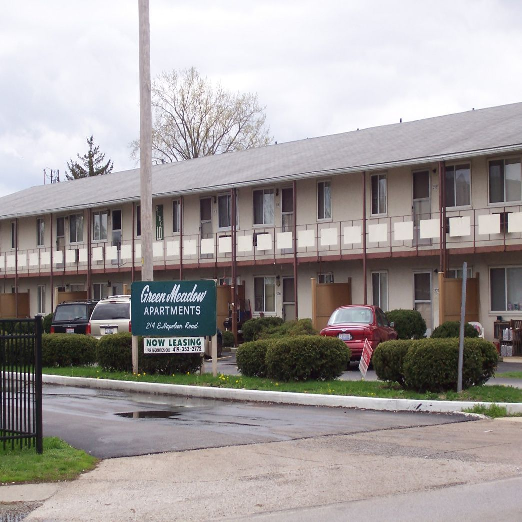 one bedroom apartments bowling green ohio - bedroom overhead