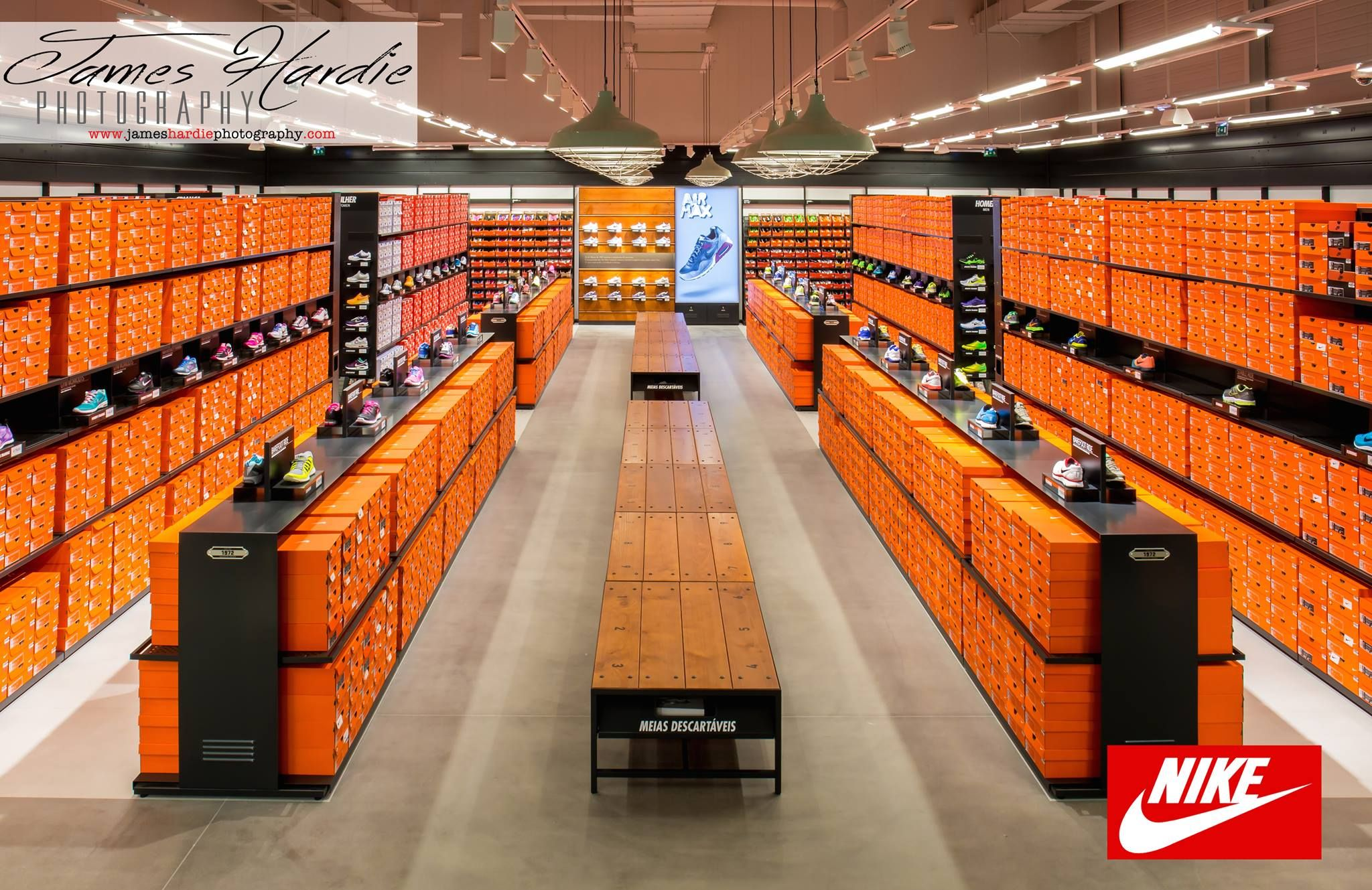 Extranjero barco Situación  Have you checked out the New Nike Factory Store yet? | Fotografie