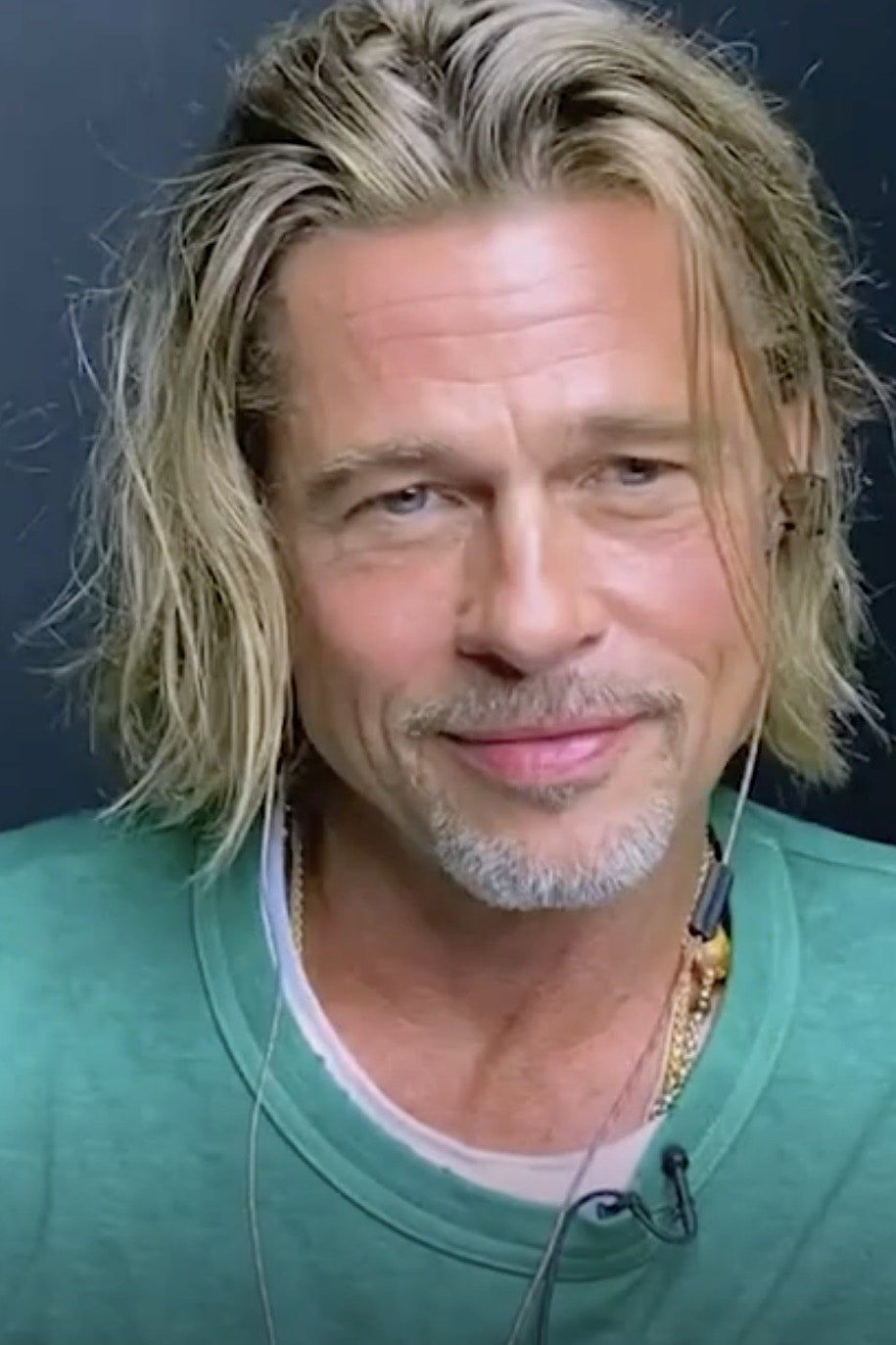 Brad And Jen Flirted On Zoom And The Internet Can T Stop Talking About Their Chemistry Brad Pitt Brad Pitt Jennifer Aniston Cool Hairstyles