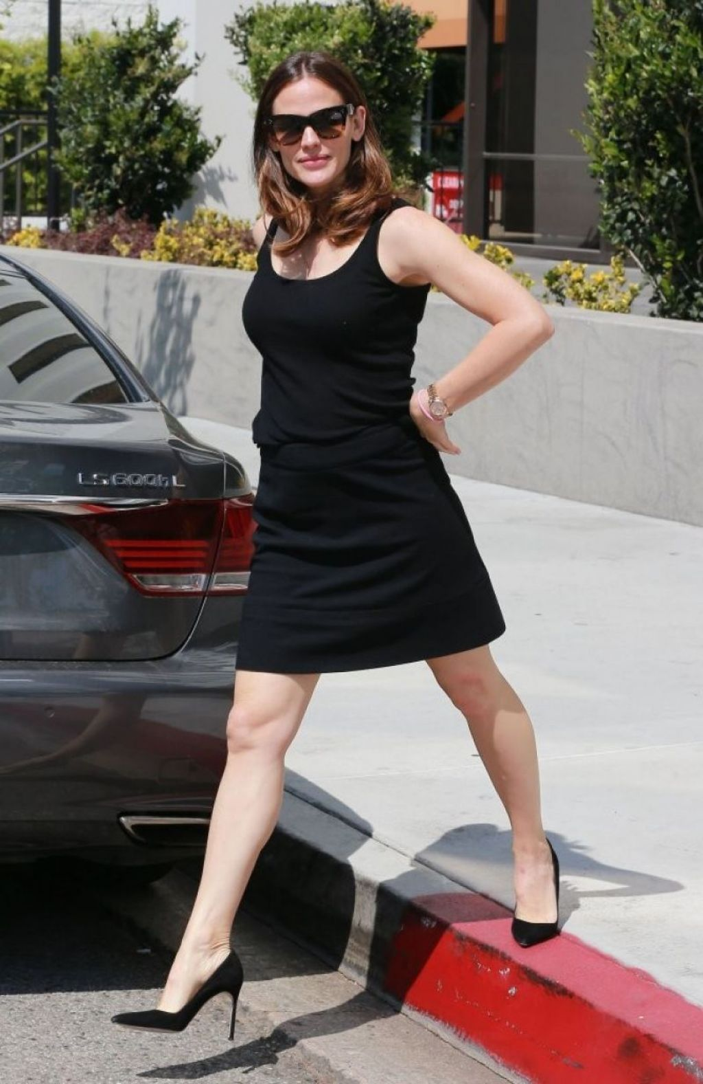 Jennifer garner in black mini skirt brentwood