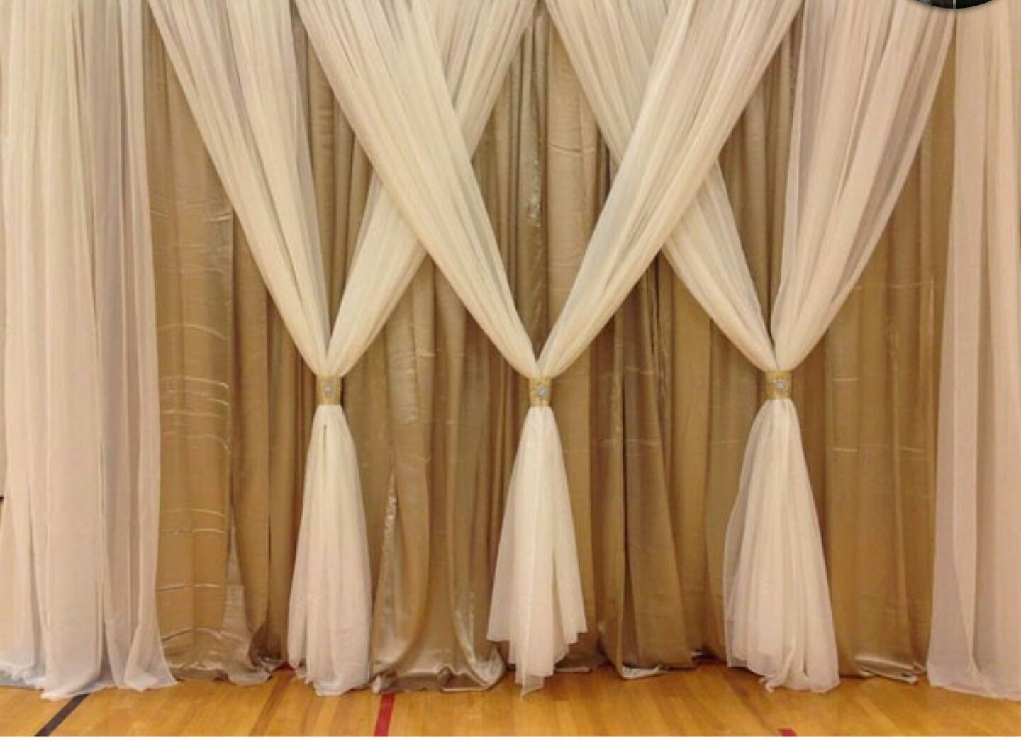 Love This Simple And Yet Elegant Curtain Idea Curtain Backdrop
