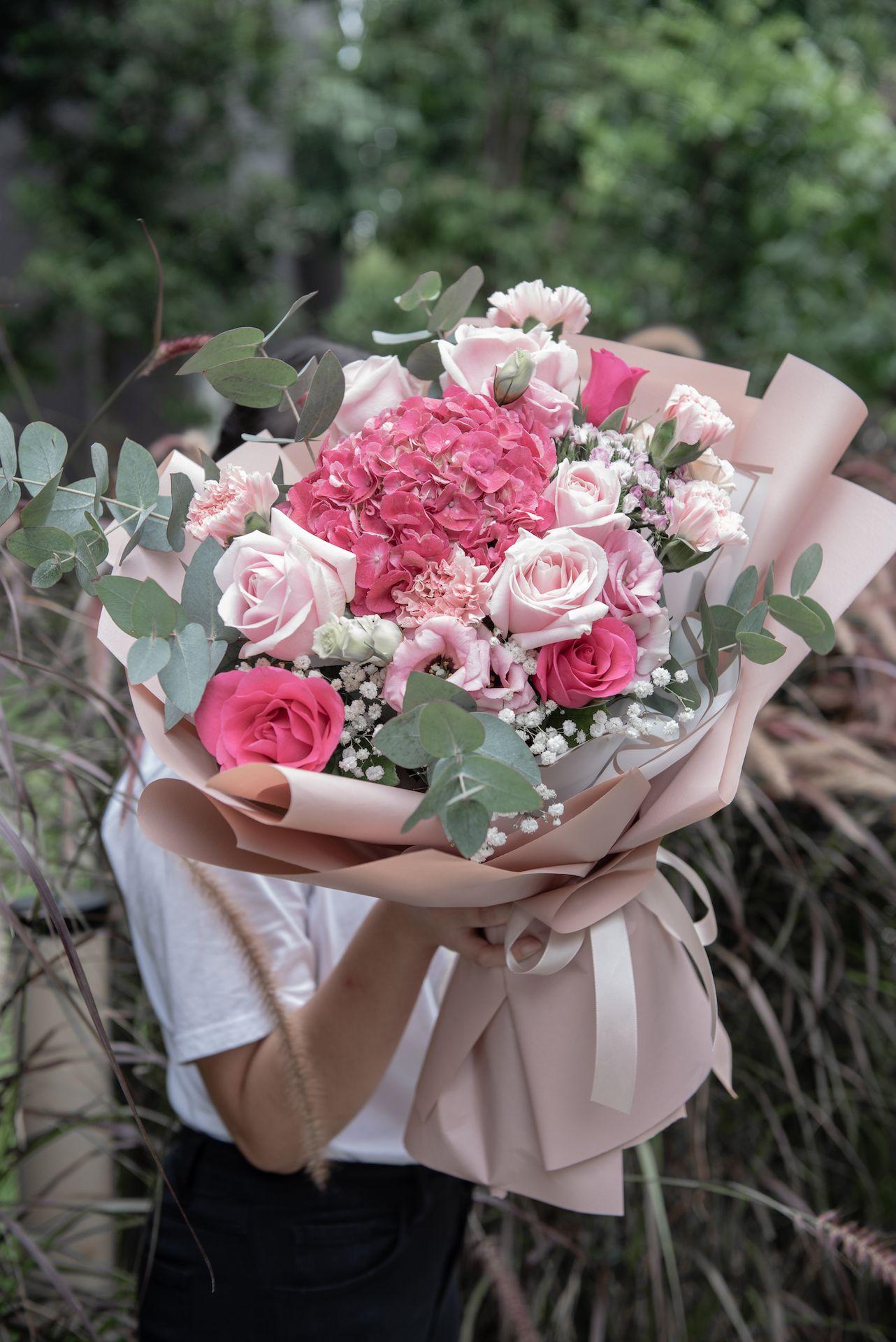 Hydrangea Roses Bouquet In 2020 Beautiful Bouquet Of Flowers Flowers Bouquet Dried Flowers
