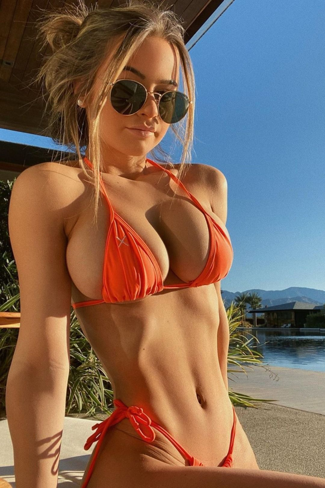 Hot sexy bikini girl photo