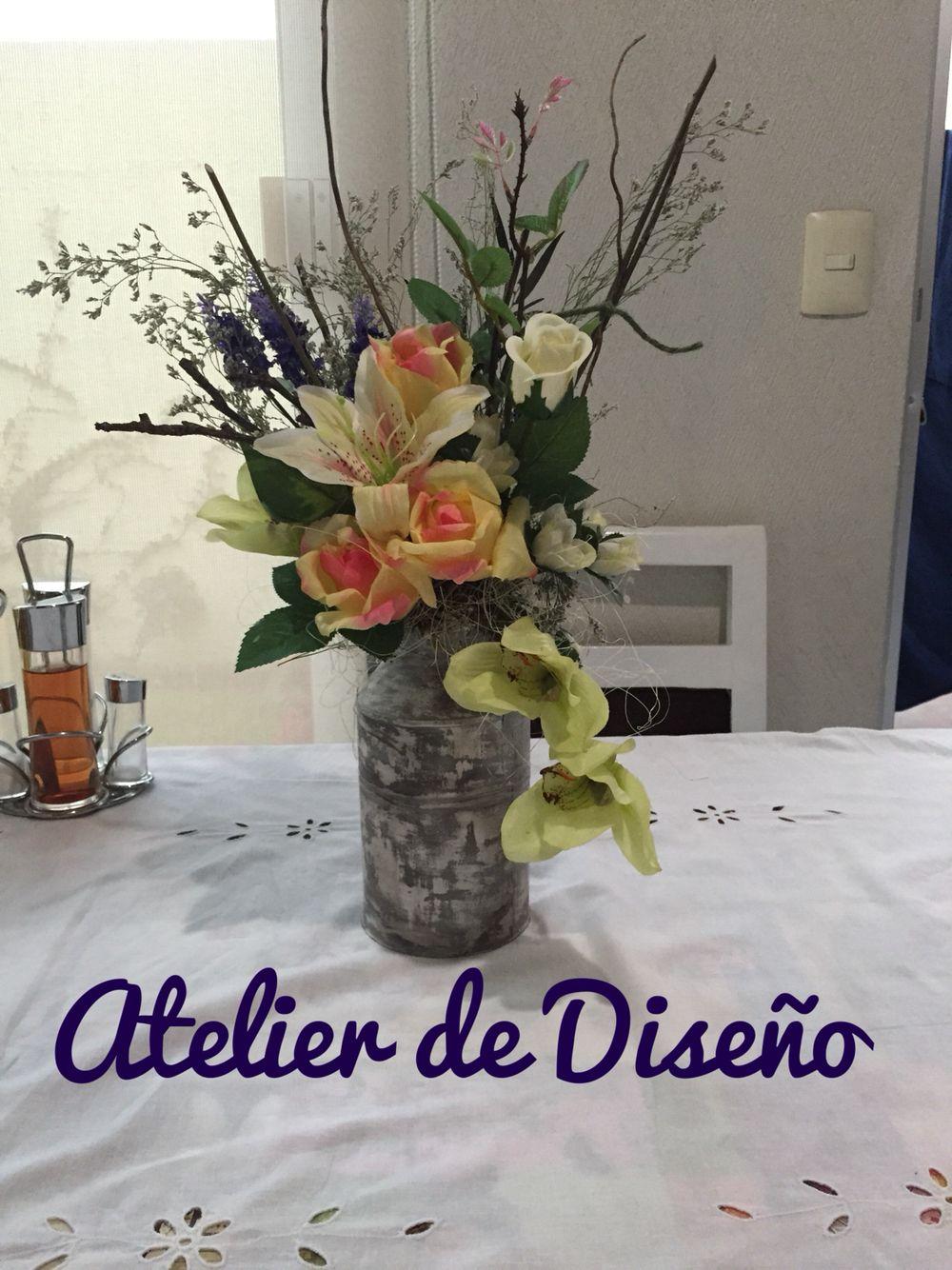 Centro de mesa en bote de leche con varas secas y flores - Centros de mesa con pinas ...