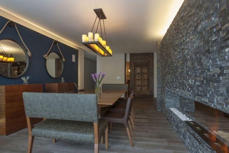 Schiefer Verblendsteine durch indirekte Beleuchtung betont - led deckenbeleuchtung wohnzimmer