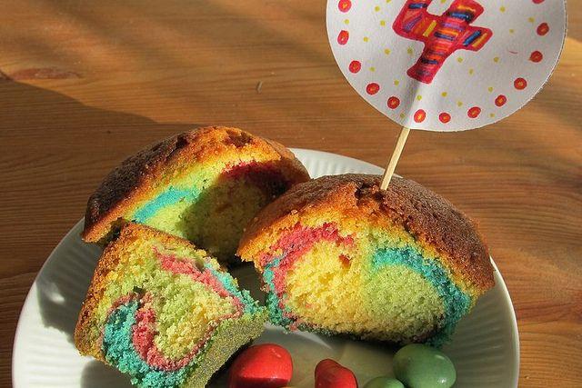 Kuchen bunt lebensmittelfarbe