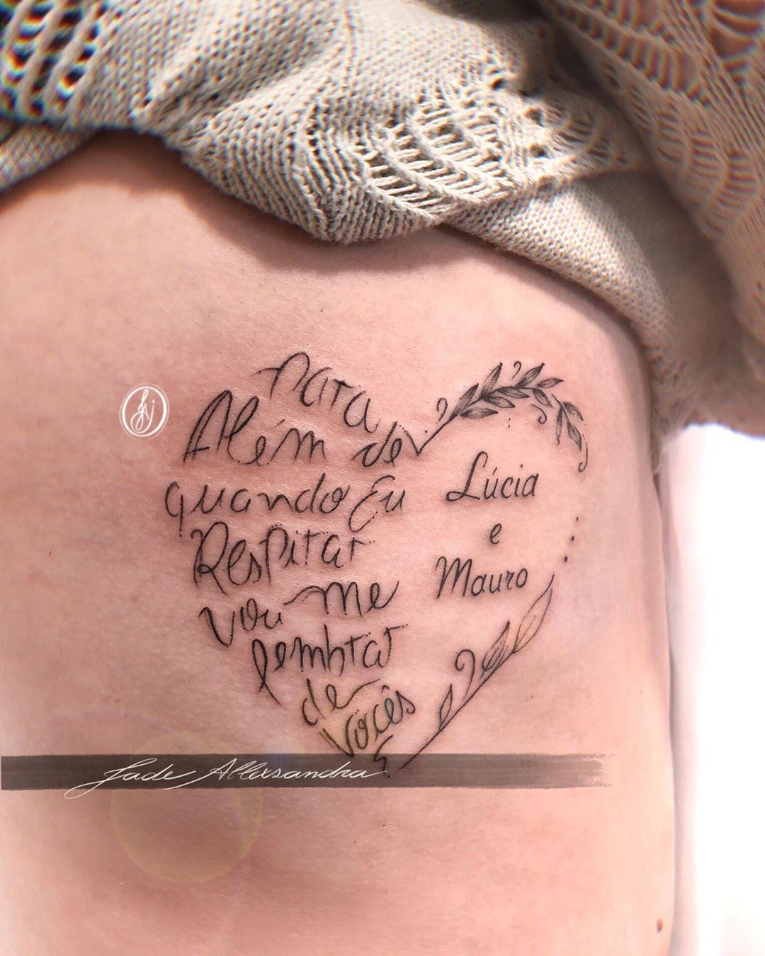 tattoo escrita costela homenagem mãe e pai em 2020