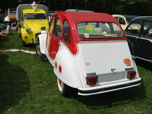 Citroën 2CV6 CT Marcatelo (ou 'Naranjito') 1982. Chaque exemplaire produit a été numéroté de manière distincte à gauche de la porte de malle et à droite elle porte un logo '2CV 82'