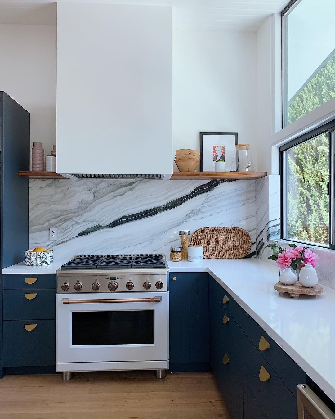 Talk About A Statement Backsplash This Kitchen By Rebecca Raskind Is Just Gorgeous All Thanks To The Show Stopping New Kitchen Kitchen Plans Kitchen Remodel