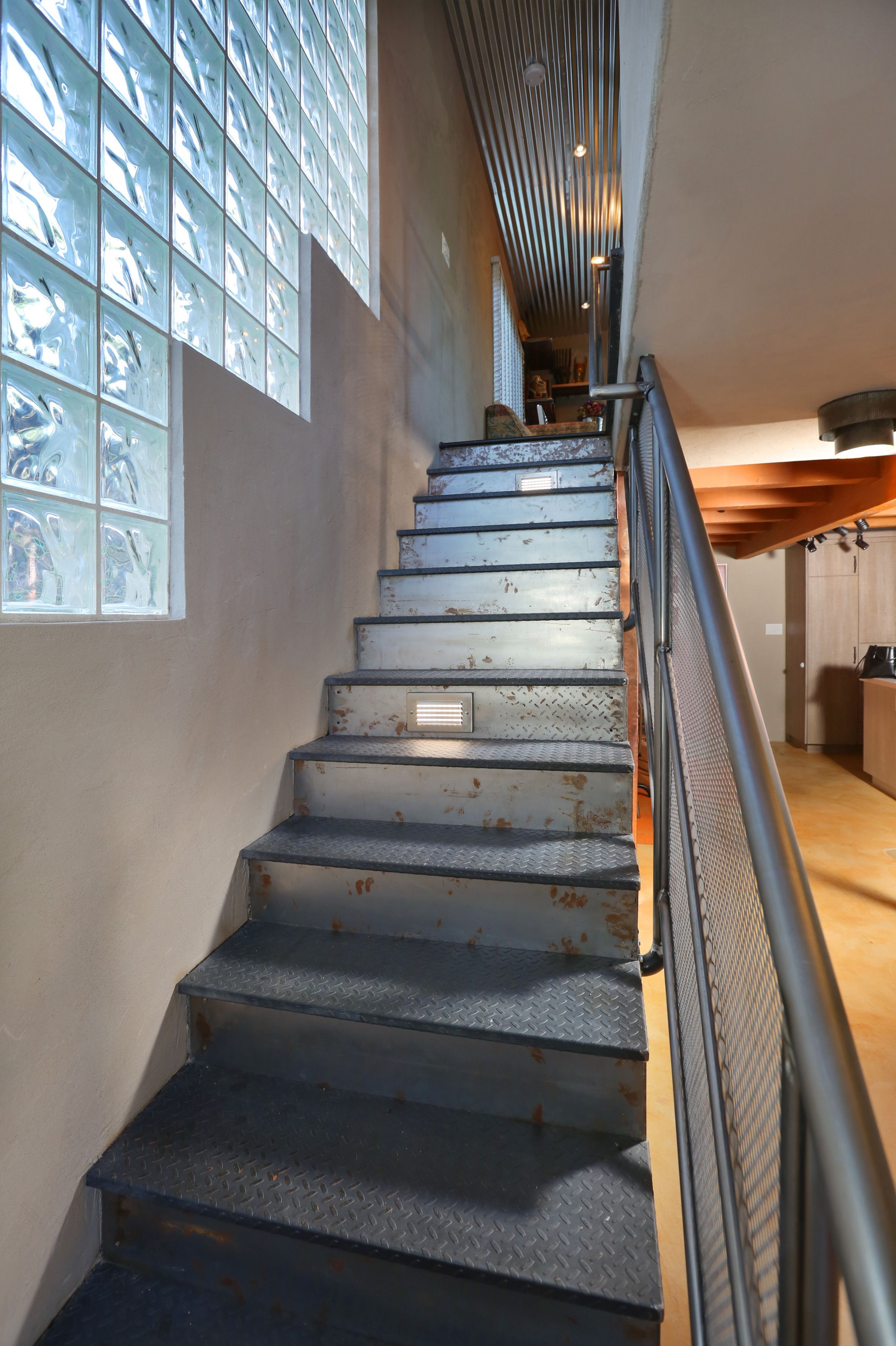Industrial Metal Stairs With Step Lights #Smallindustrialkitchen