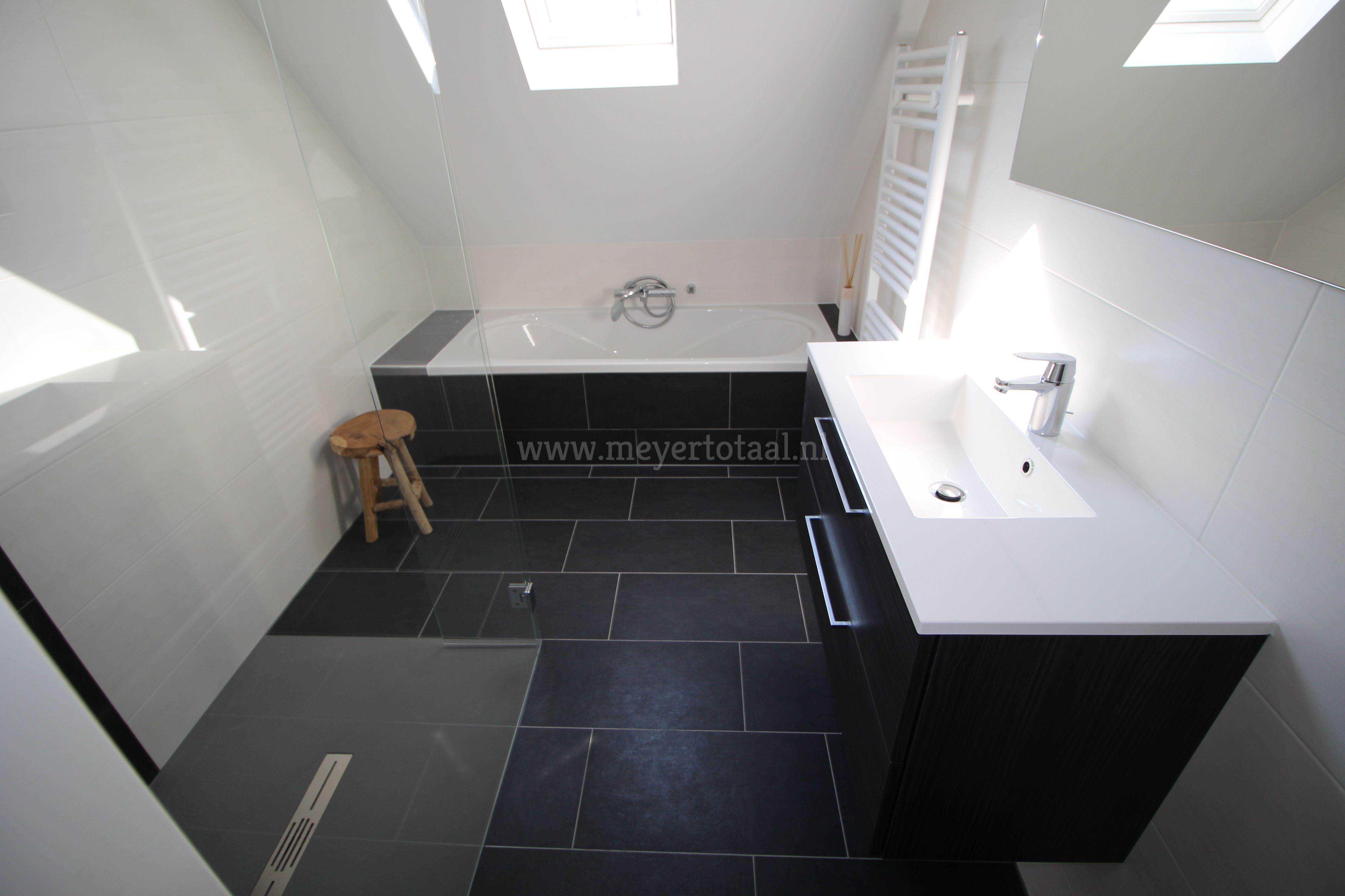 badkamer i douchevloer i bad i badmeubel i tegels badkamer