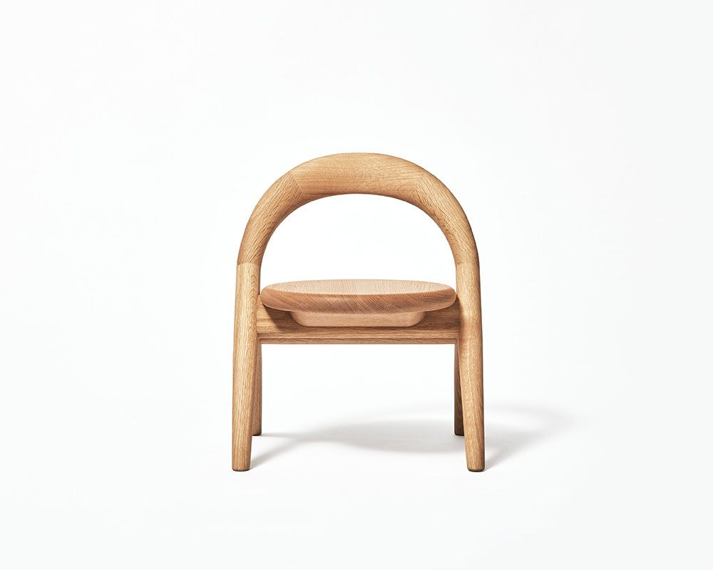 Mikita Kobayashi Designer Base Au Japon Propose Kiminoisu Une Chaise Enfant En Bois Massif Unique Ne D Un Projet Chaise Fauteuil Chaises Bois Chaise Enfant