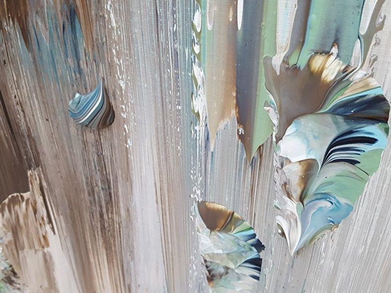 Taupe studio shertogenbosch detail van groot abstract schilderij