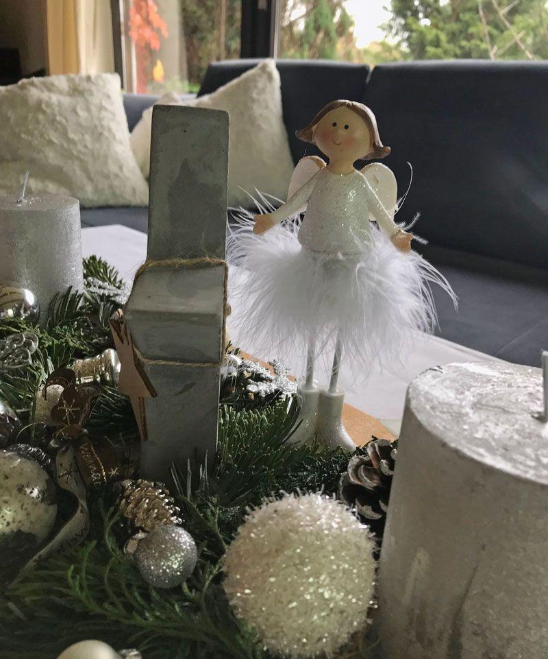Weihnachtliche Deko im Wohnzimmer mit Engel Xmas Decor - winter deko wohnzimmer