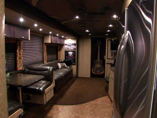 Bret Michaels' Tour Bus Duo | ulive