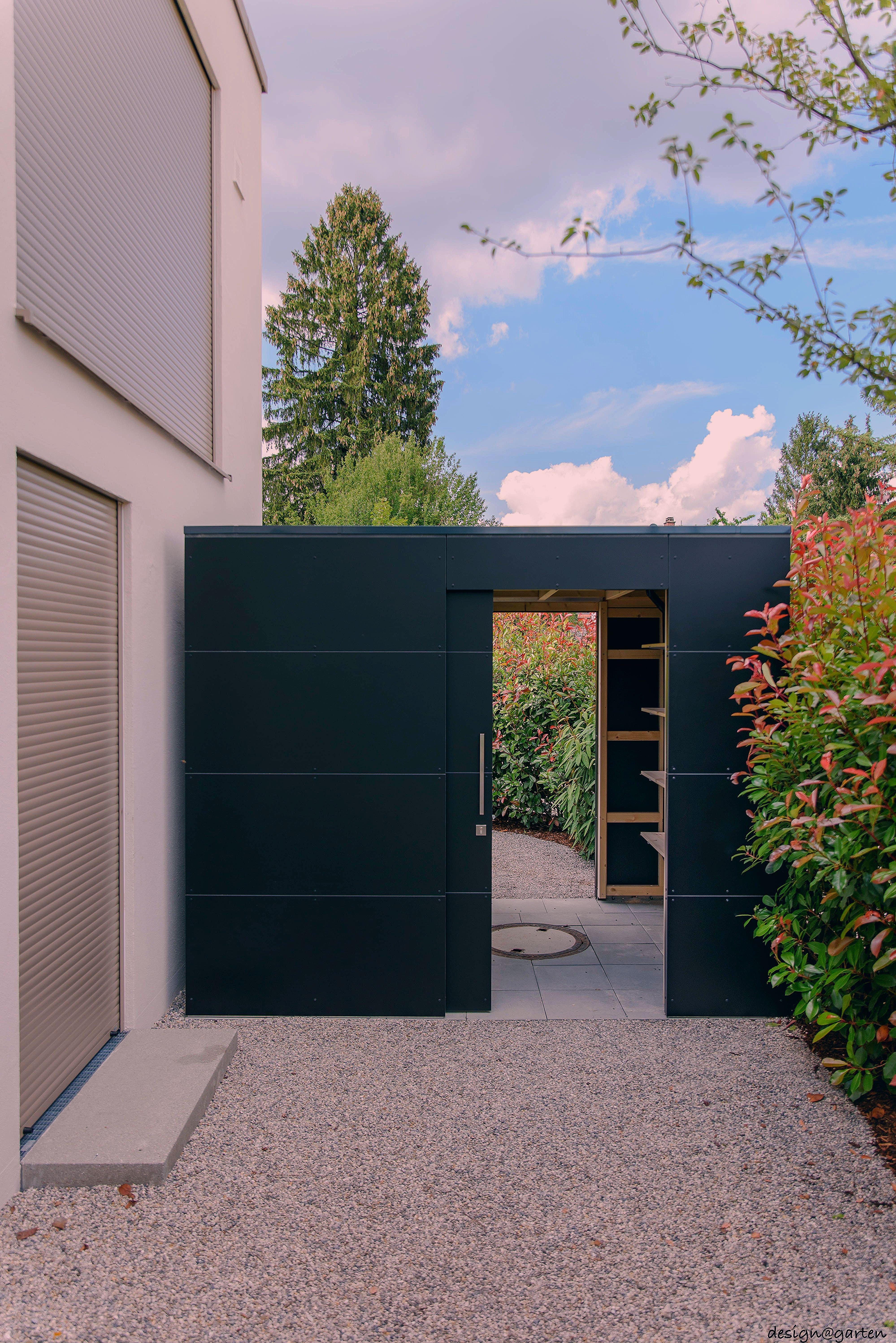 """Photo of Designer Gartenhaus """"black box"""" @_gart in München by design@garten – Augsburg, … – My Blog"""