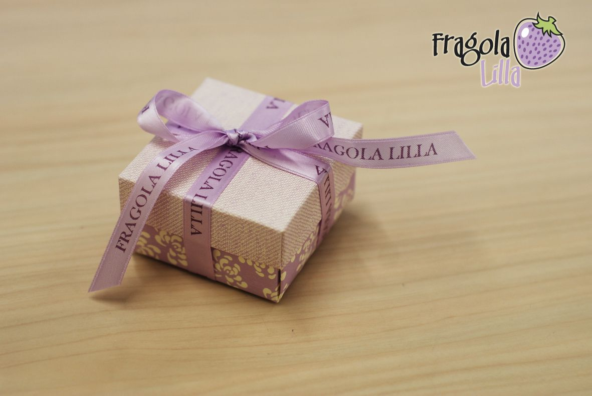 Favour box with personalised ribbon