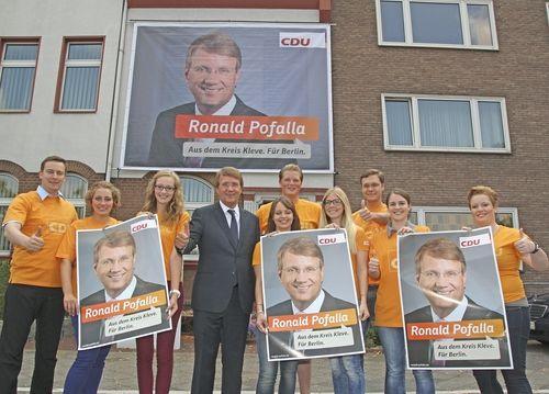 Ronald Pofalla im Kreise junger Nachwuchskräfte.