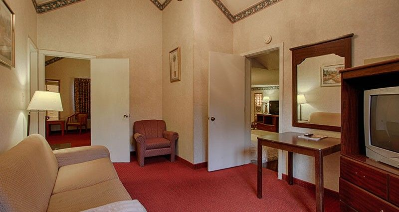 Family Suite 301 Click Here To See More Http Hotel Gatlinburg Com Rooms List Family Suite 301 2 Baths Gatlinburg Hotels Suite Hotel