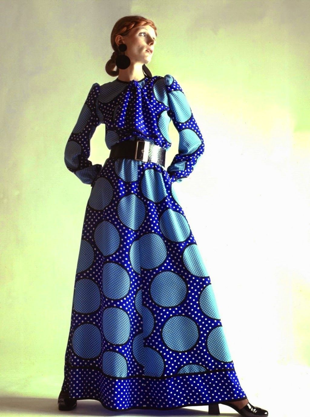 Christian diorus haute couture long blue dotted dress was part of