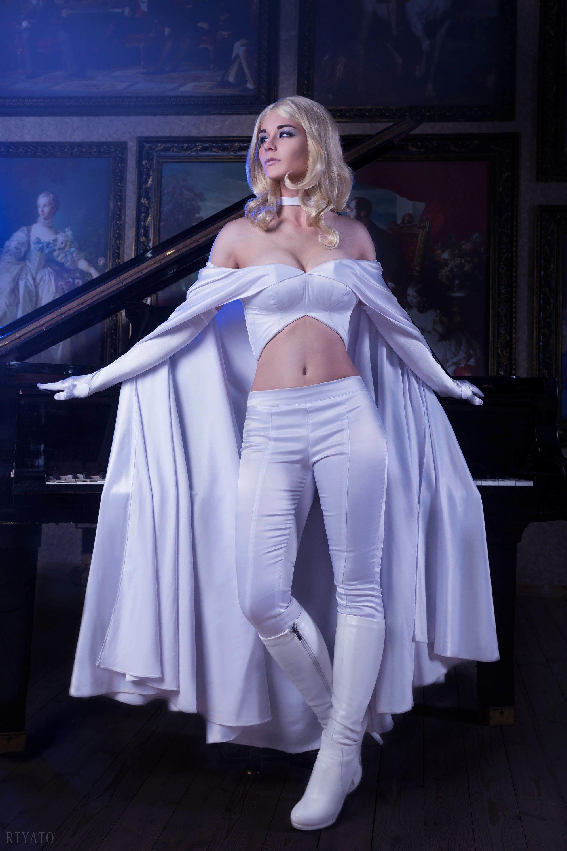 Emma frost cosplay body