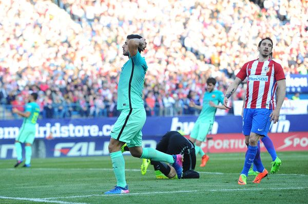 Luis Suarez of FC Barcelona reacts after missing a shot at goal during the La Liga match between Club Atletico de Madrid and FC Barcelona at Vicente Calderon Stadium on February 26, 2017 in Madrid, Spain.